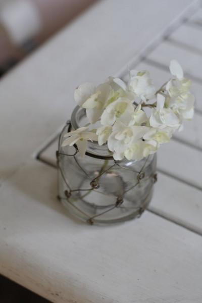 Kleine Vase mit Draht