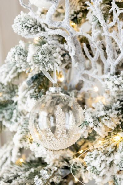 Weihnachtskugel mit Zuckerverzierung