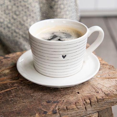 Tasse mit Streifen und kleinem Herz - Bastion Collections
